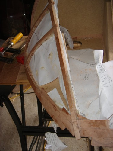 Don't forget to use paper between template and layers! Here you can see it is tough work to place those layers on those angled sides. Keep in mind, you need to avoid that layer part need to cross over each other to hold each other on its place. On the most angled parts I uses a large border to be sure I didn't place too short. Later I will use the Power-file to make the shape right. The first two layers are a pain in the a**. They move all the time while you try to fix them. Once those are there, the next layers are easy.