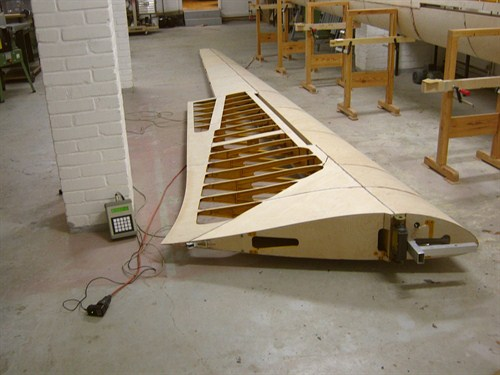 One of the wings of the replica. Although the control surfaces are not installed yet, you can see how slender the wing is when compared to the previous Horten gliders. Copyright Holzleicht-& Flugzeugbau Sascha Heuser.